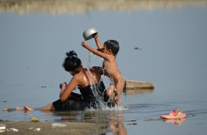 Projection «Le Myanmar en train»
